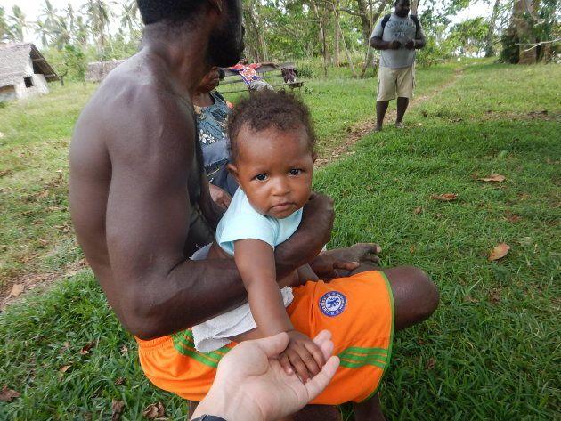 コミュニティに行くと「誰がどこの子か」なんて分からないくらい、手の空いている人が子どもをあやしている光景が印象的。