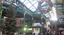 ロンドンの古い市場、バラ・マーケットでクリスマスを体験