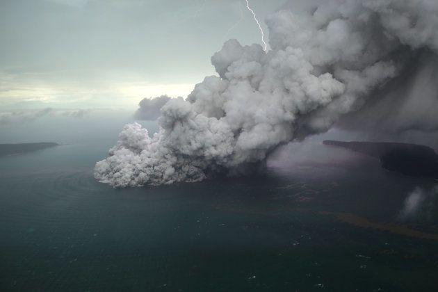 12月23日のアナク・クラカタウ島(撮影:Antara