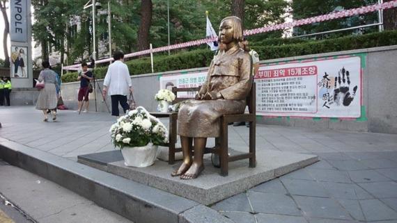 日韓の嫌悪感が肥大化する理由――韓国の日本大使館前で、8月15日に感じたこと
