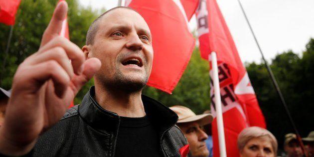 北方領土を日本に引き渡すことに反対する集会を開く「左翼戦線」のリーダー、セルゲイ・ウダリツォフ氏=2018年7月、モスクワ