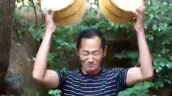 ノーベル賞の山中伸弥さんが頭から氷水をかぶる【動画】