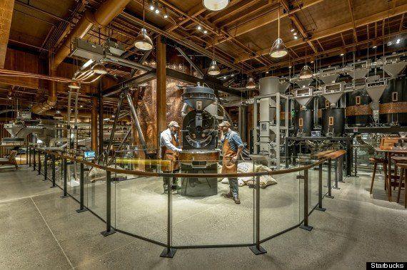 スターバックス、初の高級店をオープン コンセプトは「チャーリーとチョコレート工場」