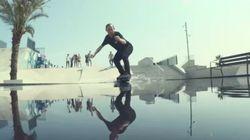宙に浮かぶ「ホバーボード」が誕生した。水の上だって走れるんだ(動画)