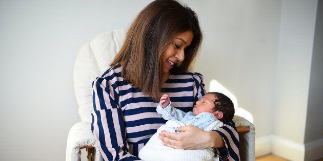チューリップ・シディク議員と新生児