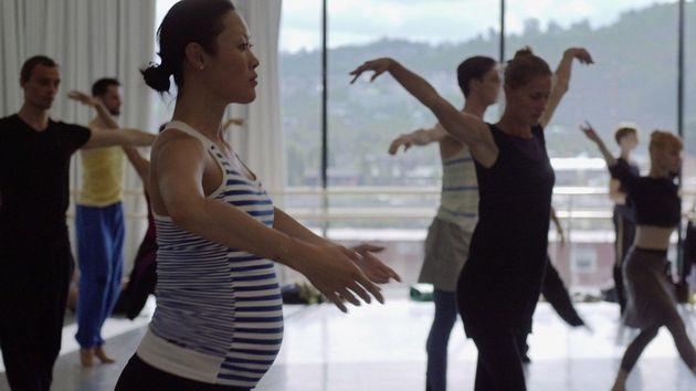 「政治家も経営者も、パパ休暇が当たり前」ノルウェーの西野麻衣子さんが、出産後も国立バレエ団で活躍できる理由