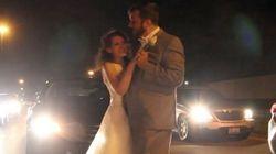 高速道路の上で新郎新婦が舞う 2時間の渋滞も愛で乗り越えた(動画)