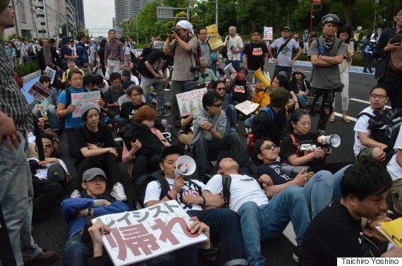 【ヘイトスピーチ】法施行後、初のヘイトデモ 数百人に抗議され中止(動画・画像)