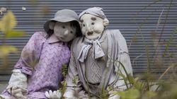 等身大の人形が住民より多い集落描く【画像】