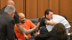 娘を殺された父、法廷で笑みを浮かべる犯人に飛びかかる(動画)