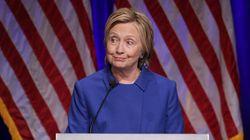 すっぴんのクリントン氏、敗北宣言以来のスピーチで公の場に現れる