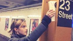 エマ・ワトソン、選挙が終わったニューヨークの地下鉄に本を隠す
