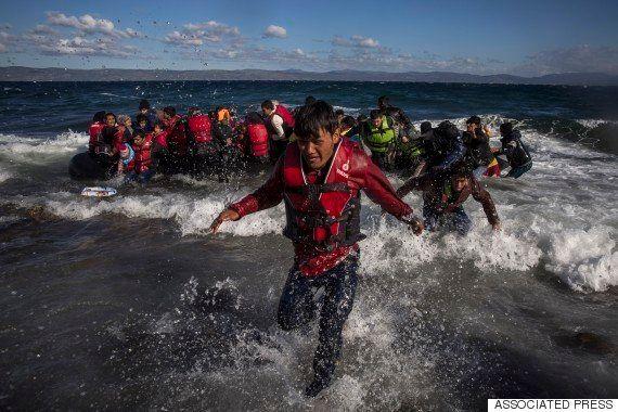 エーゲ海の波に流され......難民の悲劇相次ぐギリシャ・レスボス島「多くの人たちが海に浮かんでいる」
