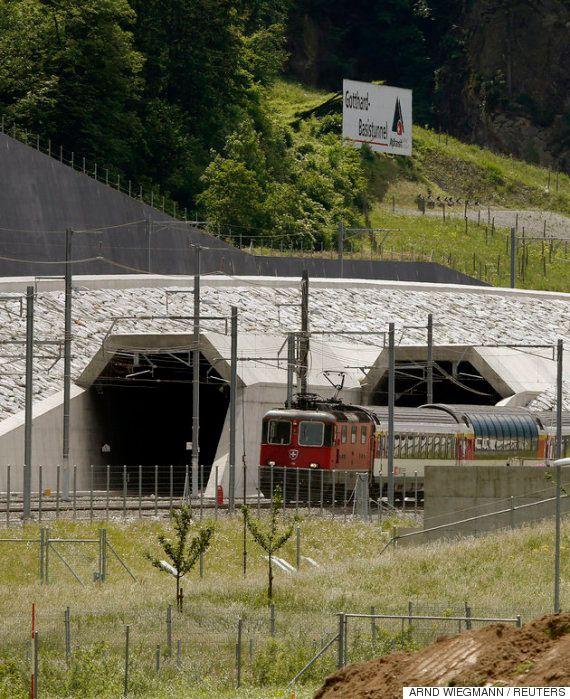 スイス、世界最長57キロの鉄道トンネル開通