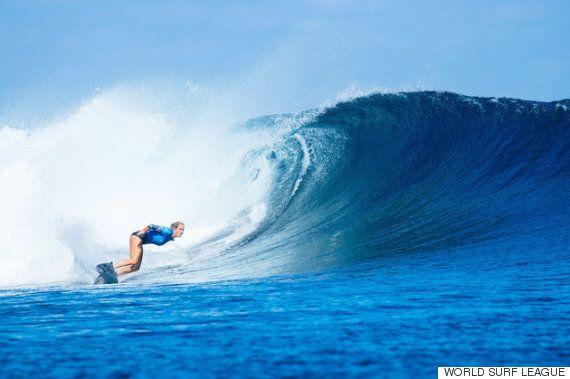 サメに襲われて片腕を失った女性サーファー、プロツアーで3位入賞(画像・動画)