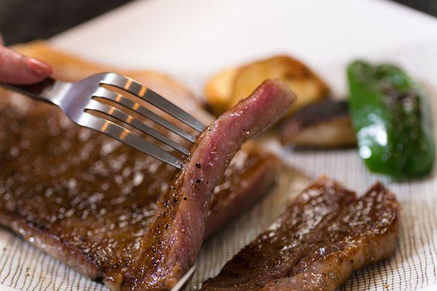 【プロが伝授】とっておきの牛肉を、おうちで美味しく焼く方法