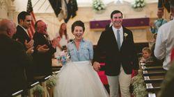 自分らしい結婚式を。ウェディングドレスじゃない衣装を選んだ花嫁たち(画像集)