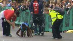 ゴール直前で倒れた女性マラソンランナー、這って進んで3位に