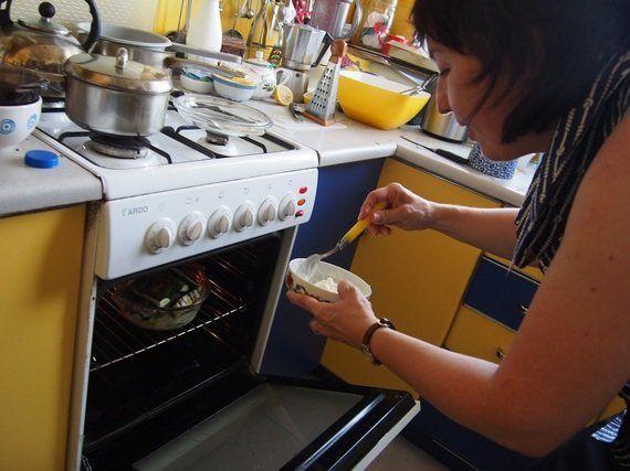 ポーランドの伝統的な家庭料理は、爽やかピンクの冷製スープ!?【世界の食卓を旅する動画 vol.19