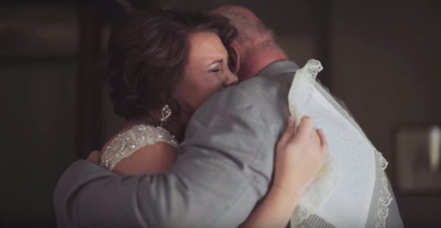 母は20年前に手紙を書きました。いつか娘の結婚式に渡したくて。(動画)