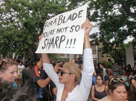 政治を動かした南アフリカの学生たちのデモ