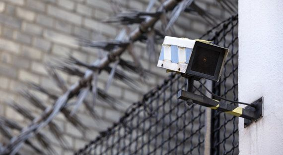 世界約900台の監視カメラがマルウェア感染 DDoS