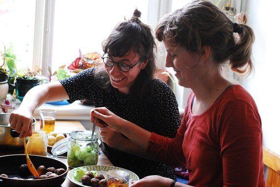 首都ストックホルムで食べるスウェーデンの伝統的な家庭料理。肉の代わりにアーモンドを使うベジタリアンミートボール!【世界の食卓を旅する動画 vol.15