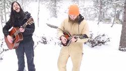 狼は、男たちと歌いだす。雪原の只中で(動画)