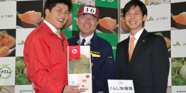 「夕張メロン」2玉で300万円 恒例の初競り、史上最高値で落札