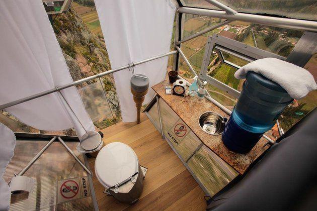 崖っぷちの空中ホテルから、美しい絶景を眺めてみたい。......ゴクリ(画像)