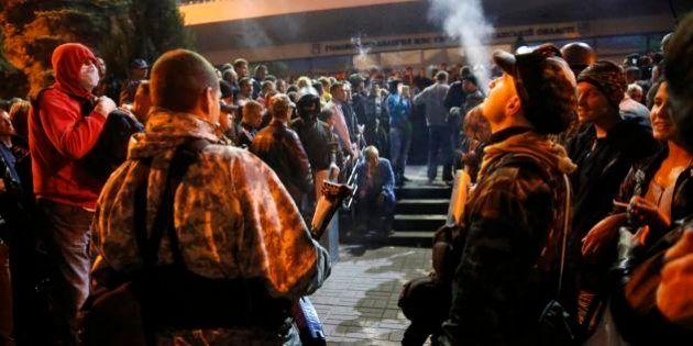ウクライナ東部、親ロシア派が政府庁舎を占拠 警察は対抗措置取らず
