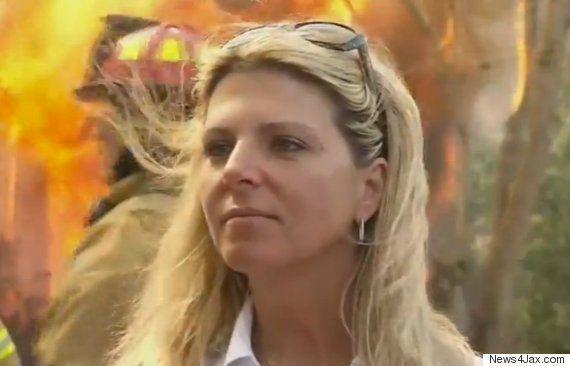 7歳の娘をレイプされて殺された母親、犯人の家を焼く(動画)
