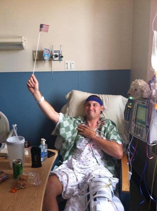 左足切断の運命をポジティブに受け止めた男性、笑顔で「お別れの儀式」