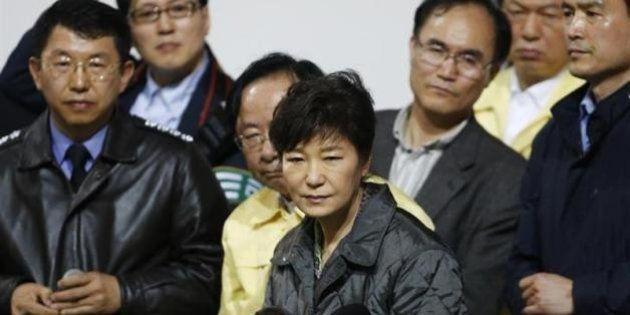 韓国沈没船の死者64人に、朴大統領「殺人に等しい」と船長ら非難