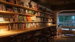お酒を飲みながら深夜まで読書を楽しめる「森の図書室」