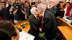 54年連れ添った80代のゲイカップル、待望の同性婚「ここに来るまで多くの闘いがあった」