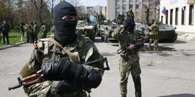 親ロシア派がウクライナ軍装甲車を手中に 政府は東部の事態を掌握しきれず