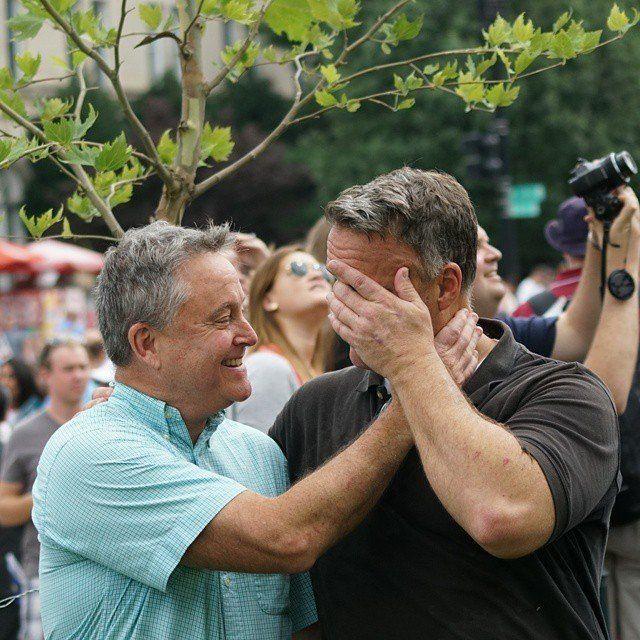 「同性婚は合憲」アメリカ、全ての州で合法に ホワイトハウスもレインボーに染まる