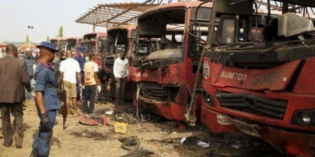 ナイジェリアのバス停で爆発、71人死亡 イスラム過激派の犯行か