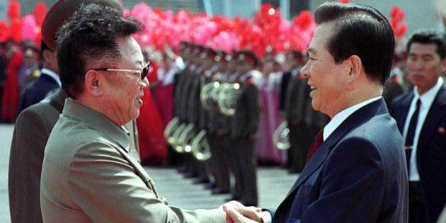 370830 13: North Korean leader Kim Jong Il, left, and South Korean President Kim Dae-jung, right, shake...