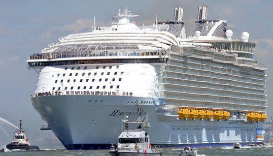 世界最大の客船「ハーモニー・オブ・ザ・シーズ」は、東京タワーよりもでかい(画像集)