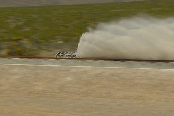 新興企業「ハイパーループ・ワン」、超高速推進システムのテストに成功。時速1100kmの目標に前進(動画)