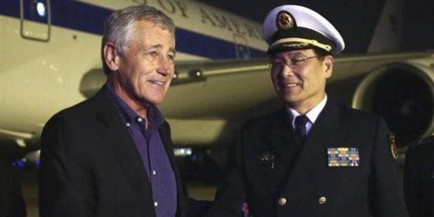 中国の空母「遼寧」をアメリカのヘーゲル国防長官が視察 軍事力の透明性をアピール