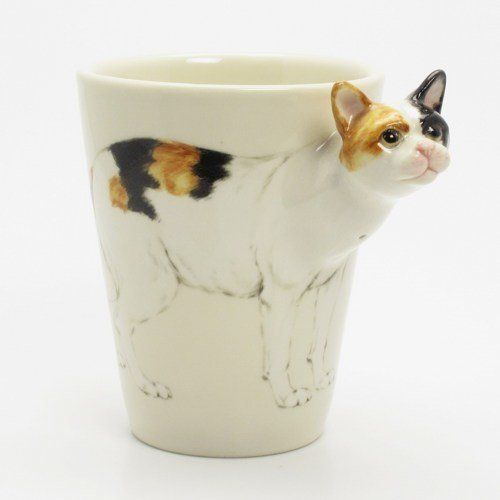 三次元に飛び出る猫、マグからひょっこり顔を出す