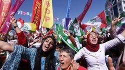 イラン:女性活動家の解放を 女性の権利活動家の窮状を示す3人の投獄