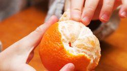 オレンジの皮むき、スプーンを使う裏ワザがありました(動画)