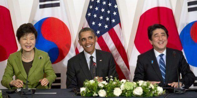 (L-R) South Korean President Park Geun-hye, US President Barack Obama and Japanese Prime Minister Shinzo...