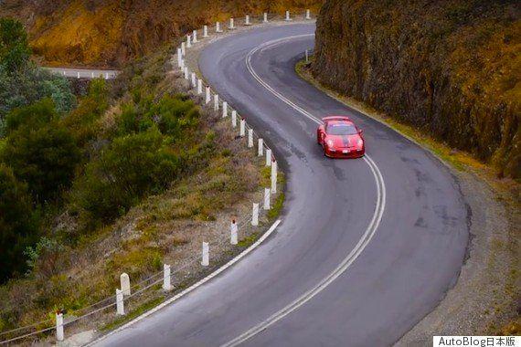 タスマニア島の美しい景色を駆け抜けるポルシェ「911