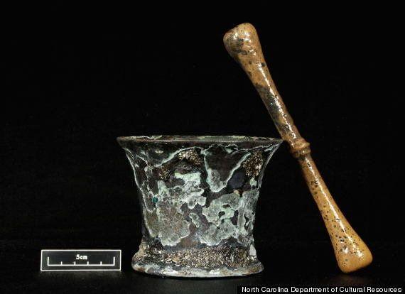 梅毒治療の尿道注射器、瀉血......海賊「黒ひげ」の難破船から、当時の医療用品を発見(画像)