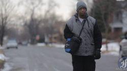 毎日34kmを歩いて工場に通勤する男に、クラウドファンディングの救いの手が現れた
